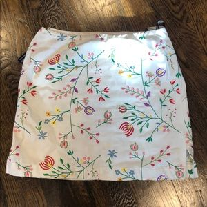 Embroidered flowers white skirt flowers 💐  🌸